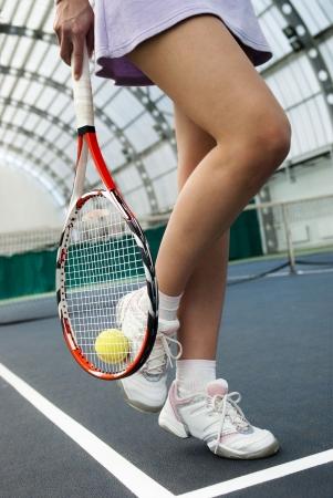 jugando tenis: jugar al tenis de mujer