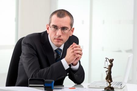 弁護士または現代的なオフィスで公証人公衆 写真素材