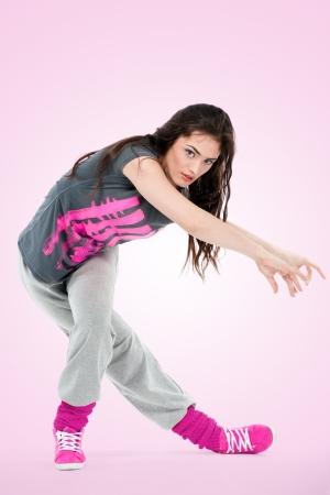 baile hip hop: El hip-hop bailarina chica posando hacer películas acrobáticos Foto de archivo