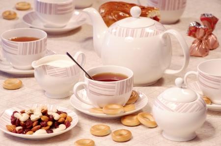 甘いクッキーとナッツとお茶の時間