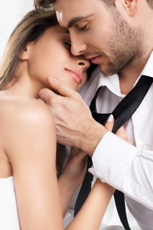 Casal íntima sexy bonita abraçam Imagens