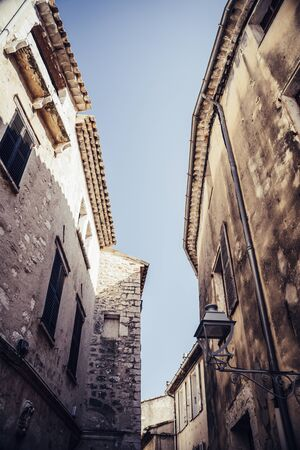 Narrow pedestrian alley between old houses in an old town in Europe Banco de Imagens