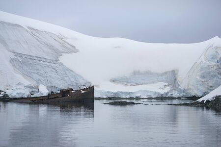 Old whaling rusty ship on Grytviken, Antarctica Stockfoto