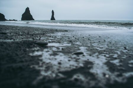 The black sand beach of Reynisfjara  in Iceland Standard-Bild