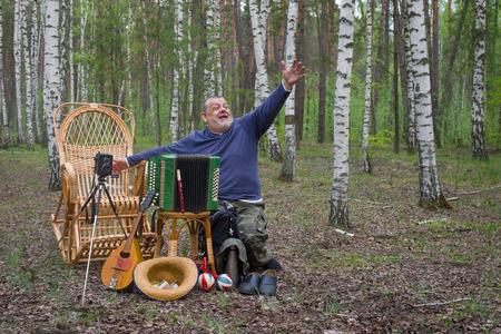earn money: Senior musician invites people in park for to earn some money