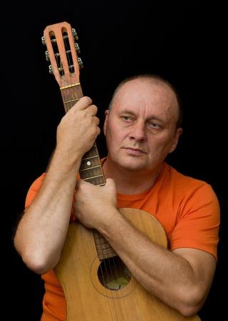 amateur: Retrato de hombre maduro - aficionado a la guitarra
