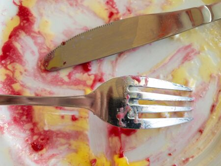 Top view on empty plate with dirty fork and knife after lunch 版權商用圖片