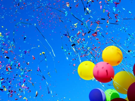 축하: 도시 축제에 여러 가지 빛깔의 풍선과 색종이