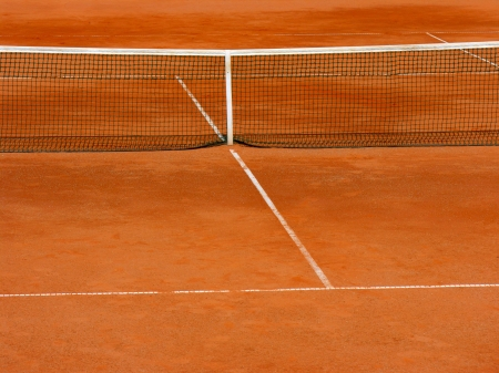 tennis tournament:           empty clay tennis court in time-out