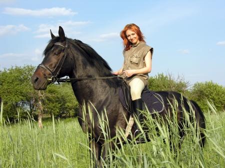 parapente: mujer joven viajaba en día de verano