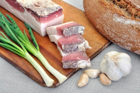 salo: traditional simple ukrainian food: salted fresh lard (salo), garlic, green onion and rye bread
