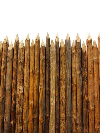 Holzlattenzaun isoliert auf weiß, vertikale Zusammensetzung