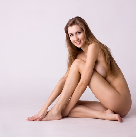naked woman: portrait of healthy smiling naked woman on gray background