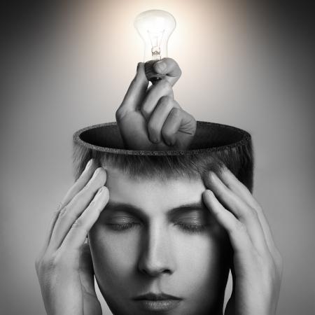 mente humana: Imagen conceptual de un hombre de mente abierta