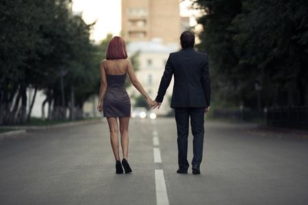 des photos romantiques de couples dans l'amour sur la rue Banque d'images - 12637927