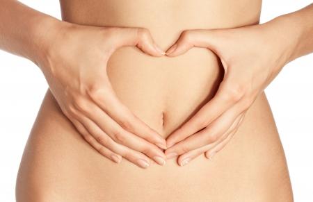 abdomen plano: Mano en el vientre aislado en blanco
