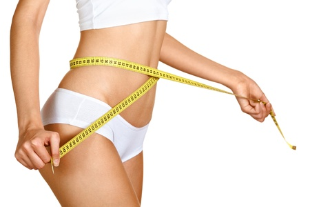 허리의 잘룩 한 선: 그녀의 허리를 측정하는 여자. 퍼펙트 슬림 바디. 다이어트 스톡 사진