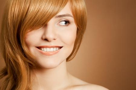 Mooie glimlachende vrouw portret