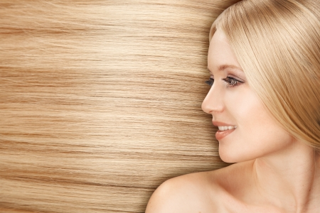 salon hair: Blond Hair.Beautiful Woman with Straight Long Hair