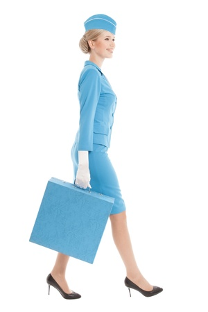 air hostess: Hôtesse charmante habillée en uniforme bleu et valise sur fond blanc