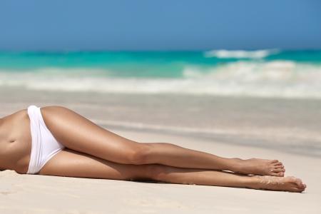 sexy beine: Frauen sexy Beine am Strand Lizenzfreie Bilder