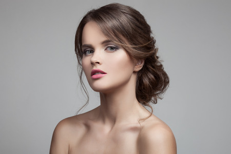 cabello rubio: Mujer Rubia Hermosa. Peinado y Maquillaje.