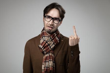 foda: Estilo inconformista hombre enojado haciendo la mierda que usted firme