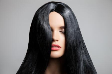 헤어. 아름다운 갈색 머리 소녀. 건강한 긴 머리. 뷰티 모델 여자. 헤어 스타일