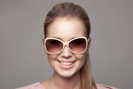 round face: Fashion Woman With Sunglasses.