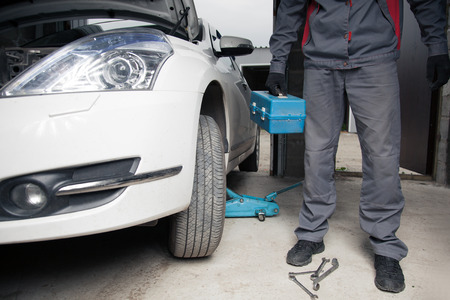 Meccanico. Servizio di riparazione auto. Archivio Fotografico - 42489690