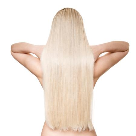 긴 직선 머리를 가진 아름 다운 젊은 금발 여자의 초상화. 후면보기. 외딴