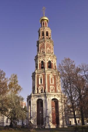 octogonal: Campanario octogonal del famoso convento de Novodevichy en Mosc� Foto de archivo