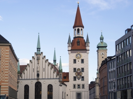 rathaus: sunset Munich skyline with famous old city hall building, Alltes Rathaus on German  Stock Photo
