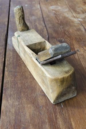 plane table: resistido plano de madera de la vendimia en la tapa de tabla