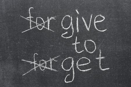 transformed: perdonar a olvidar transformado al dar para recibir frase en la pizarra