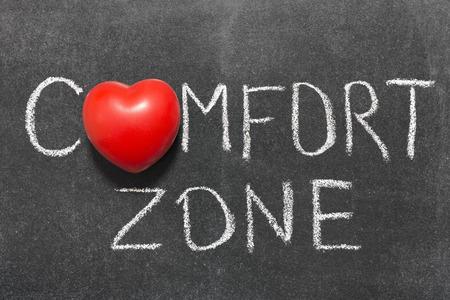 comfort zone zin handgeschreven op Blackboard met hart symbool in plaats van O Stockfoto