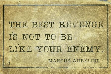 revenge: La mejor venganza no es ser como tu enemigo - antiguo fil�sofo romano Marco Aurelio cita impresa en cartulina grunge de la vendimia Foto de archivo