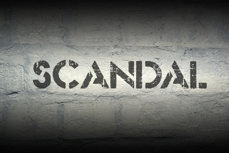 schandaal: scandal stencil print on the grunge white brick wall Stockfoto