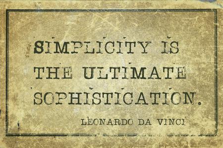 sencillez: La simplicidad es la máxima sofisticación - antigua artista italiano cita de Leonardo da Vinci impreso en cartón de cosecha grunge Foto de archivo