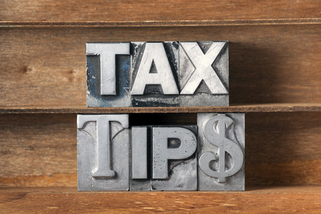 tax tips phrase made from metallic letterpress type on wooden tray Banque d'images