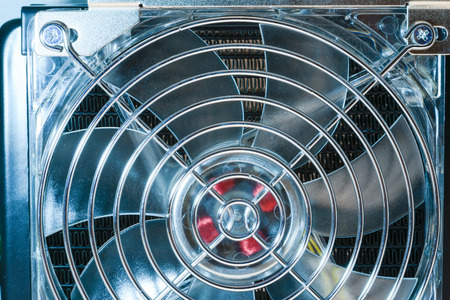 fixed: fragmento de ventilador de refrigeración fija en el intercambiador de calor con marco metálico de protección Foto de archivo