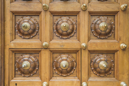 wooden floral ornament on massive door of Hindu temple in Singapore Imagens