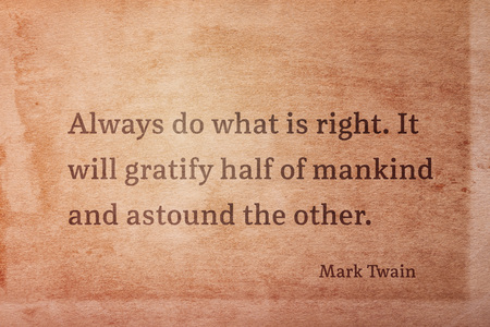 Always do what is right. It will gratify half of mankind - famous American writer Mark Twain quote printed on vintage grunge paper 版權商用圖片