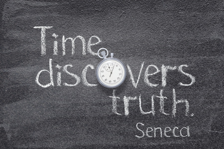 Time discovers truth - quote of ancient Roman philosopher Seneca written on chalkboard with vintage stopwatch instead of O Banco de Imagens