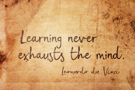 Learning never exhausts the mind - ancient Italian artist Leonardo da Vinci quote printed on vintage grunge paper 스톡 콘텐츠