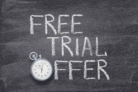 free trial offer phrase written on chalkboard with vintage stopwatch used instead of O Standard-Bild