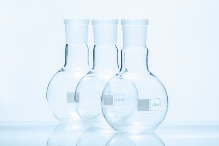 resistant: Set of three empty spherical flat bottomed temperature resistant flasks