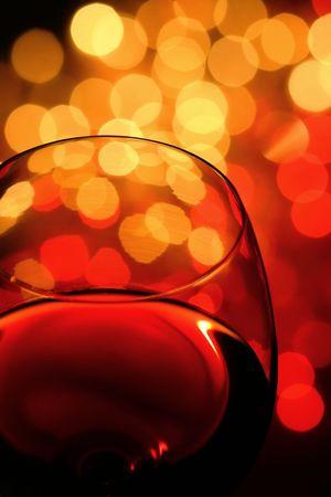 close-up van wijnglas met abstracte achtergrond verlichting Stockfoto