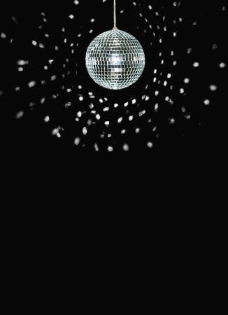 Spinning Discoball, gegenüber dem schwarzen Hintergrund, Space for text