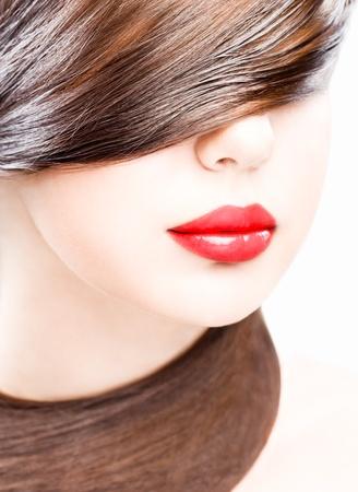 빨간색 립스틱을 입고 젊은 여자의 스튜디오 초상화를 닫습니다 스톡 콘텐츠